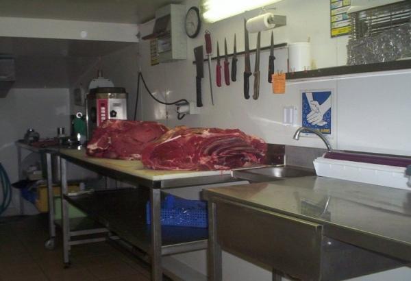 Πάγκος εργασίας για τεμαχισμό βόιου κρέατος