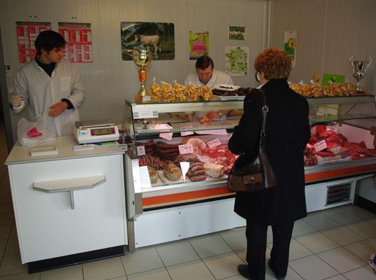 Προθήκη και χώρος πώλησης κρέατος και κρεατοσκευασμάτων