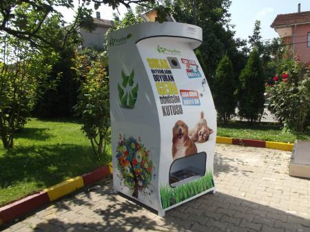 Κάδος ανακύκλωσης δίνει τροφή σε αδέσποτα 4